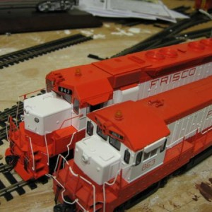 Side by side of the new Athearn orange and Atlas' orange. The Athearn orange is brighter.