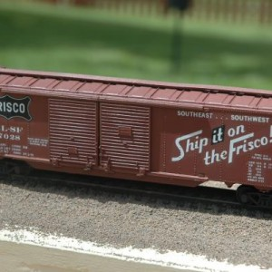 Athearn double door box car 7028
