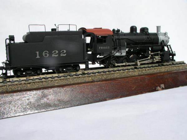 1622's tender modified with a 3,300 gallon oil tank.