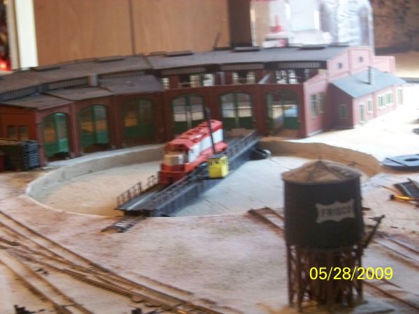 An incomplete FRISCO GP-40 sits on the turntable. The roundhouse is missing some of its roof. But this scene is just to show what has been done so far