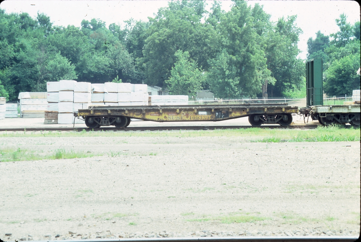 Flatcar 109339 - Monett, Missouri - July 1989
