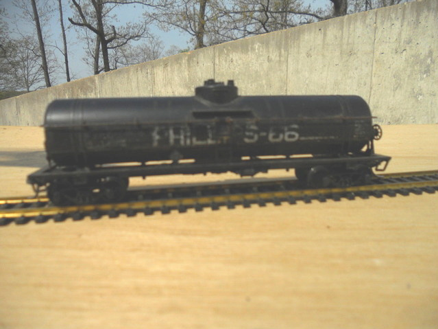 Weathered Phillips 66 single dome tank car