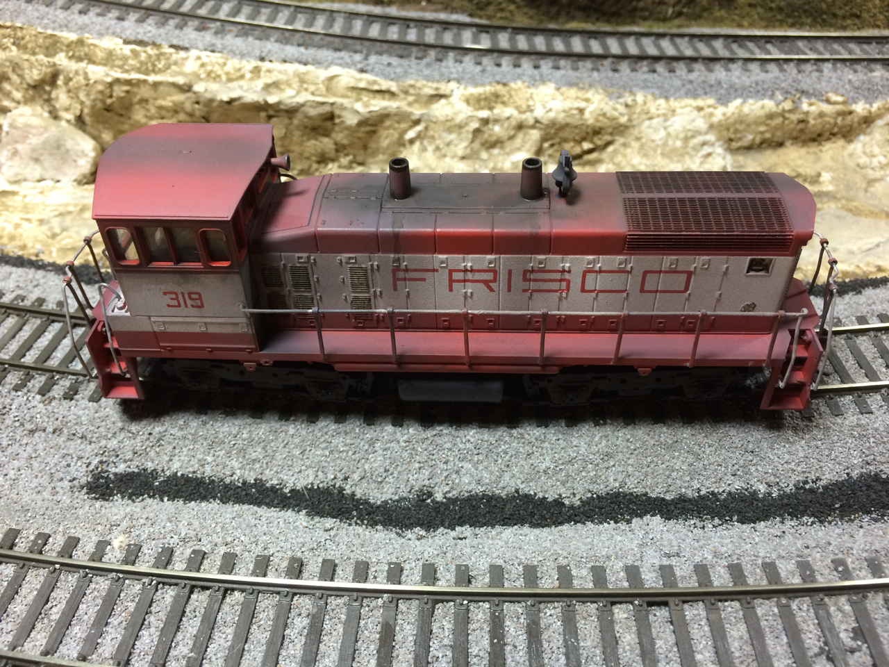 "Wx SLSF 3193 ... First, I airbrushed. Thinned Testor's L&N Gray as a ""fade"" coat, with more on the underframe and trucks. Then thinned Oily Black on t"